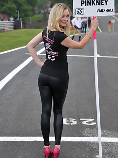 Angels with buble booty in darksome leggings