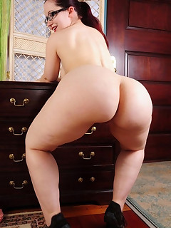 Featuring curvy figured ladies and great large asses